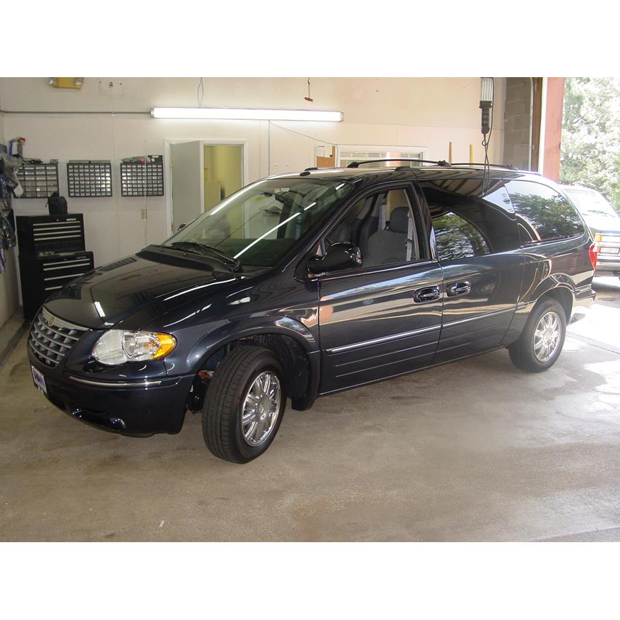 2007 Chrysler Town and Country Exterior