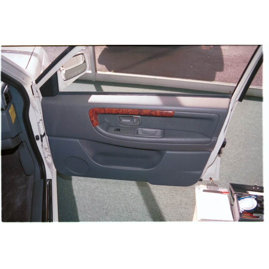 1995 Volvo 960 Front door speaker location