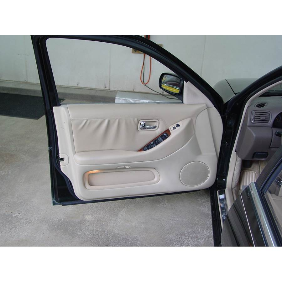 1996 Infiniti J30 Front door speaker location