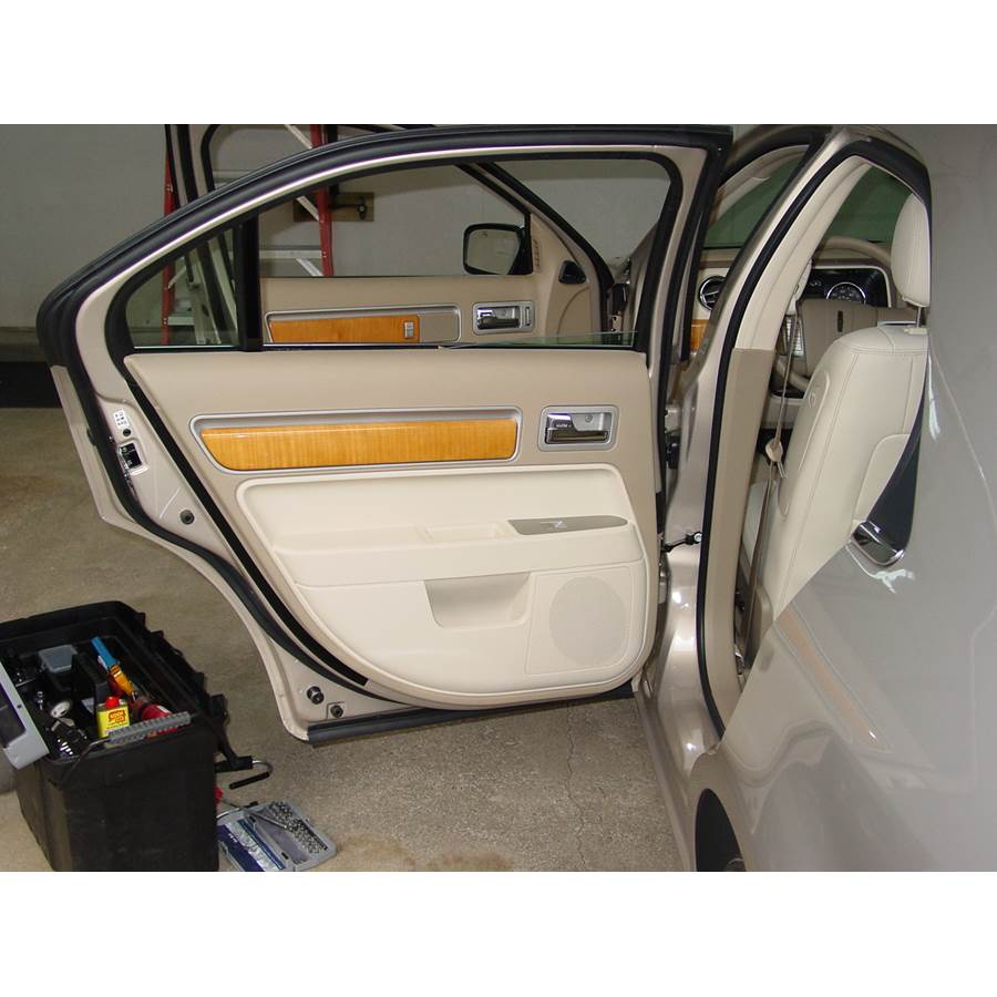 2006 Lincoln Zephyr Rear door speaker location