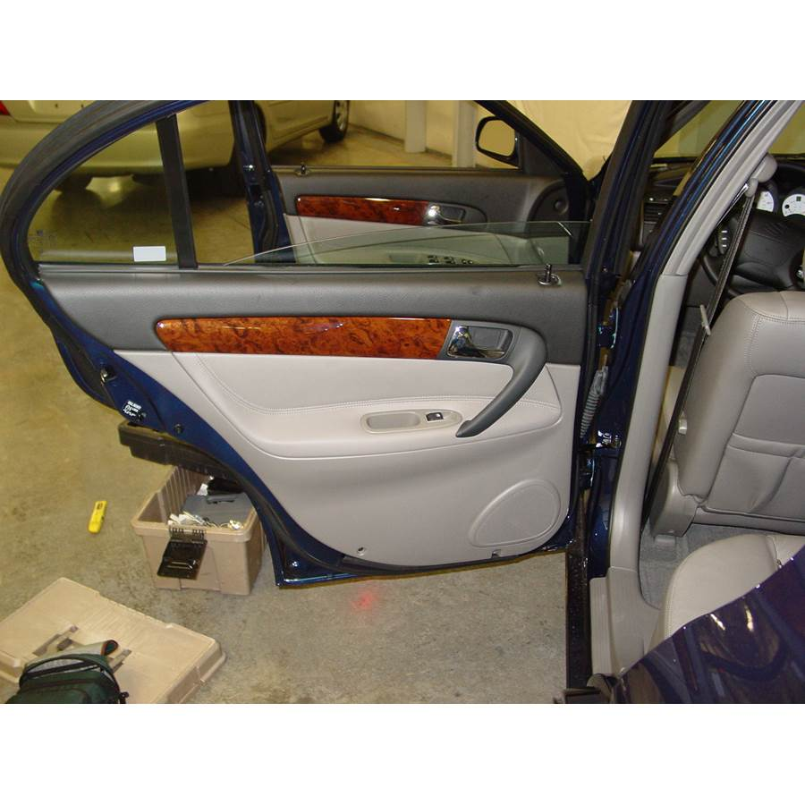 2004 Suzuki Verona Rear door speaker location