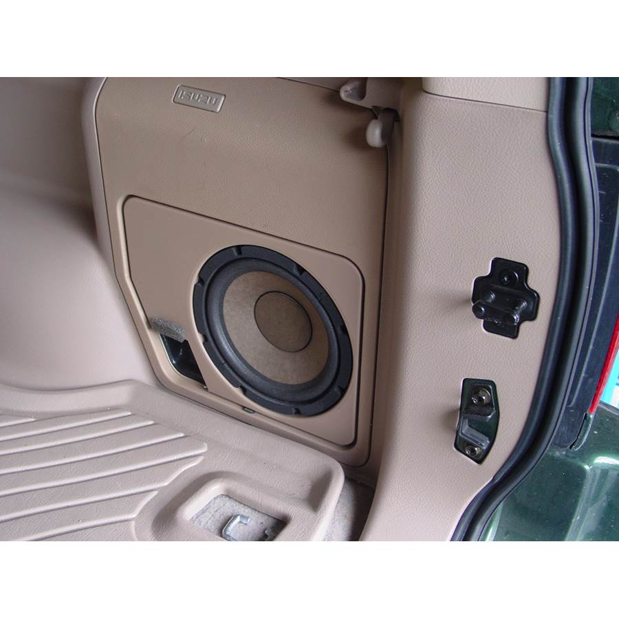 2003 Isuzu Rodeo Far-rear side speaker