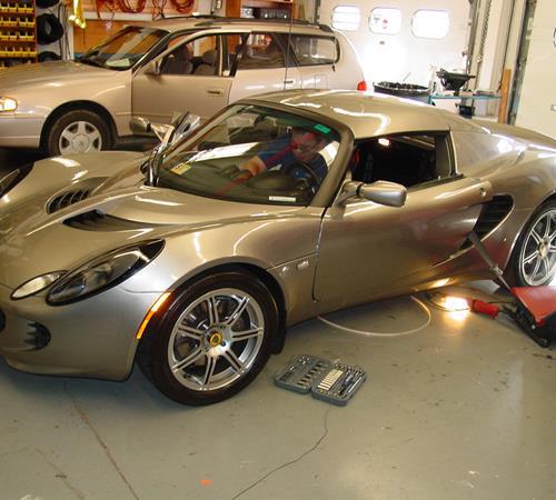 https://images.crutchfieldonline.com/ImageBank/v20160208160100/ImageHandler/centerandcrop/500/450/VehiclePix/2005/Lotus/Elise/Roadster/exterior.JPG
