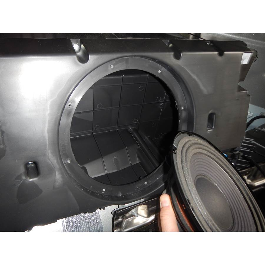 2014 Chevrolet Captiva Sport Far-rear side speaker removed