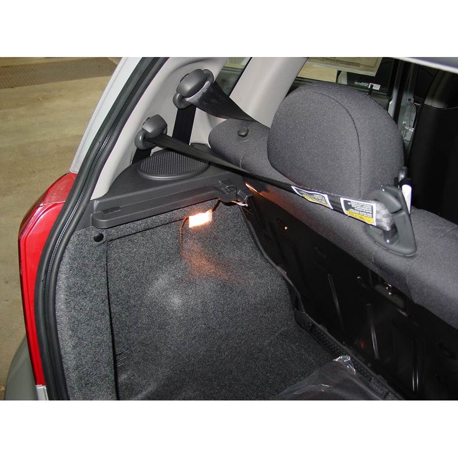 2005 Chevrolet Aveo Side panel speaker location