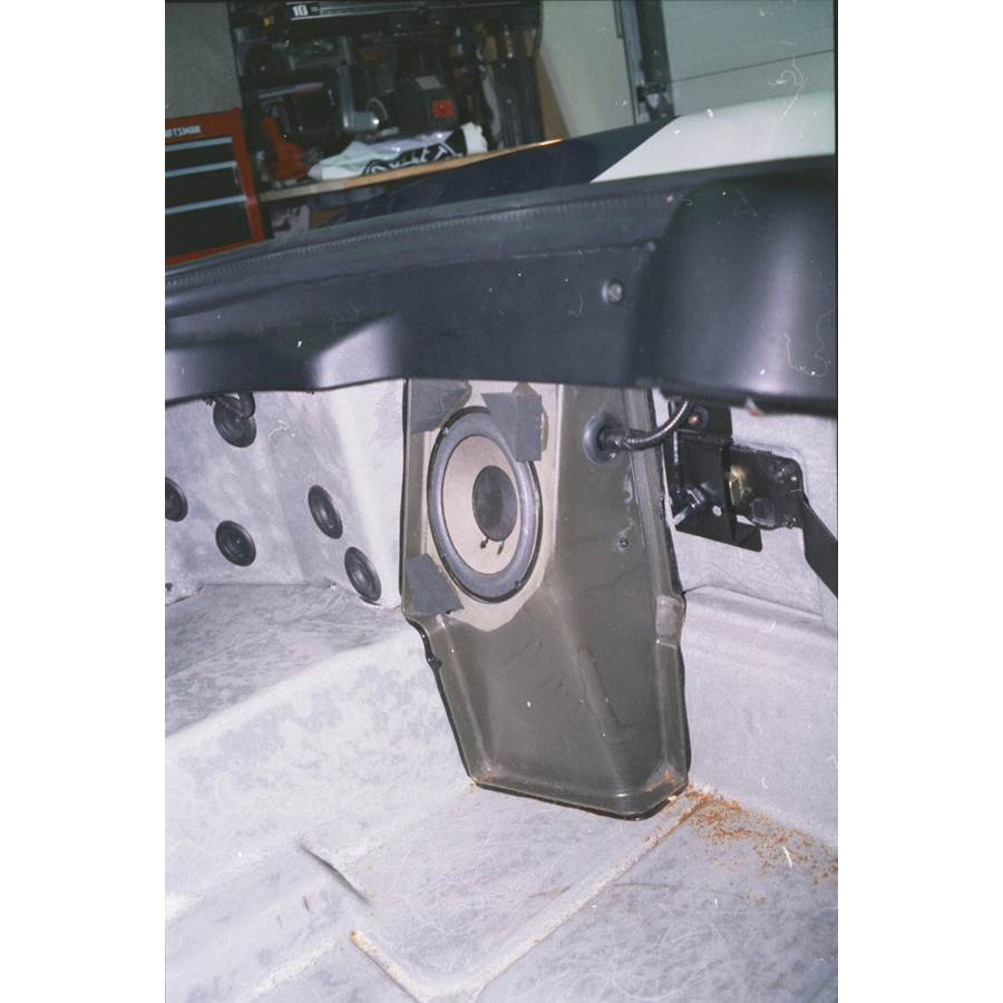 1999 Dodge Viper Far-rear side speaker