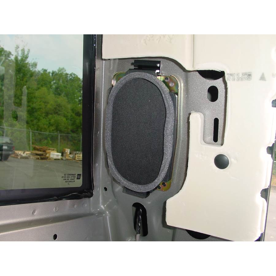 2004 GMC Sierra 2500/3500 Rear pillar speaker