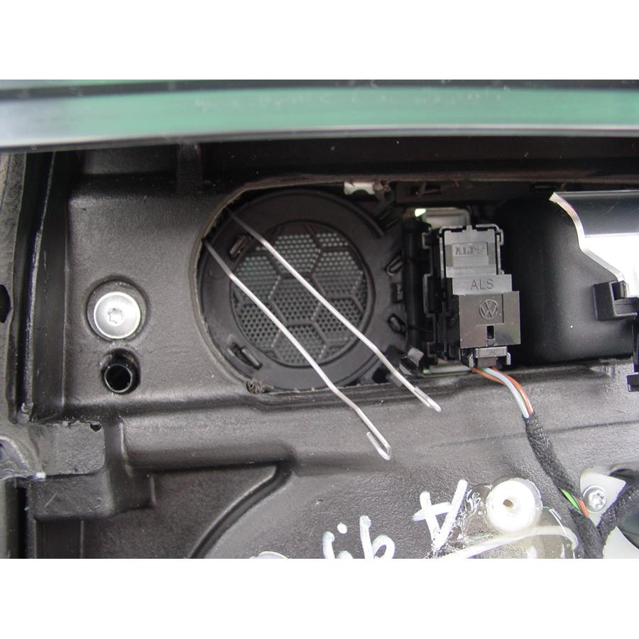 2009 Volkswagen Touareg 2 Rear door tweeter removed
