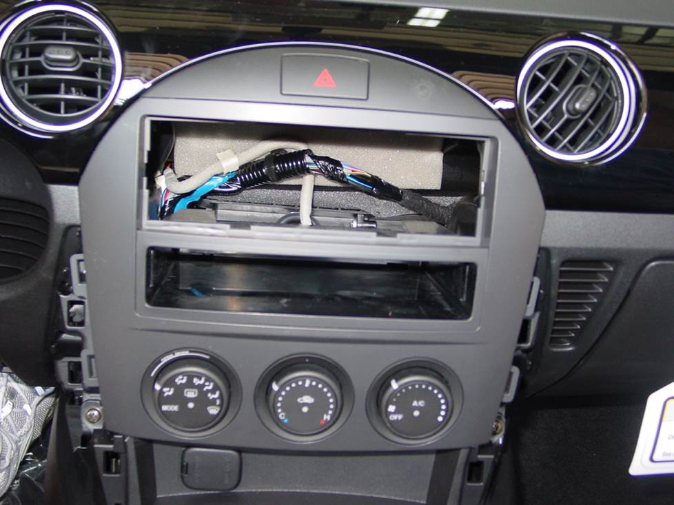 How To Install New Audio Gear In Your 20062015 Mazda Mx5 Miatarhcrutchfield: 1993 Mazda Miata Radio Kit At Gmaili.net
