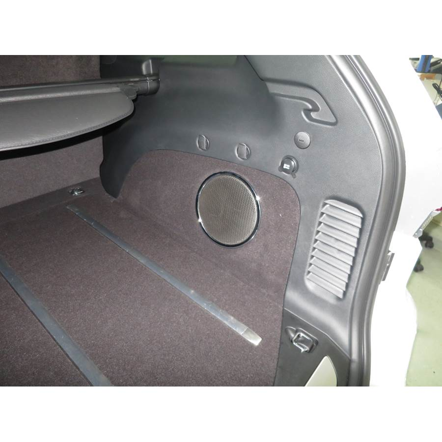 2016 Jeep Grand Cherokee Far-rear side speaker location