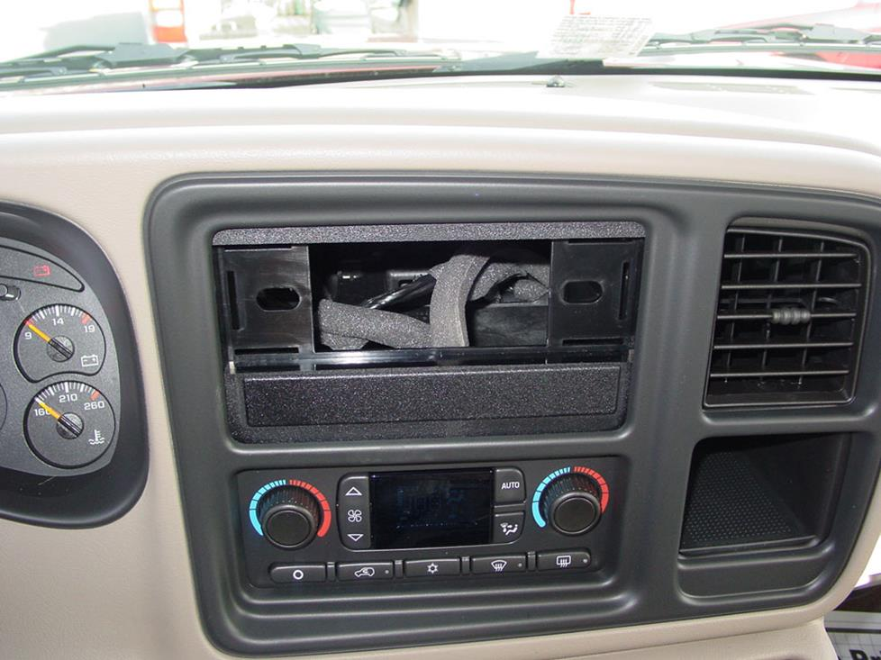 How To Install New Audio Gear In Your 20002006 Chevrolet Suburban Rhcrutchfield: 2007 Chevy Tahoe Aftermarket Radio Install Kit At Gmaili.net