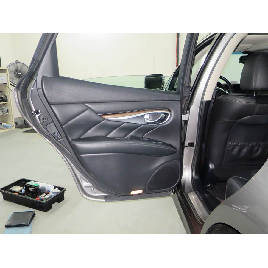 2013 Infiniti M35h Rear door speaker location