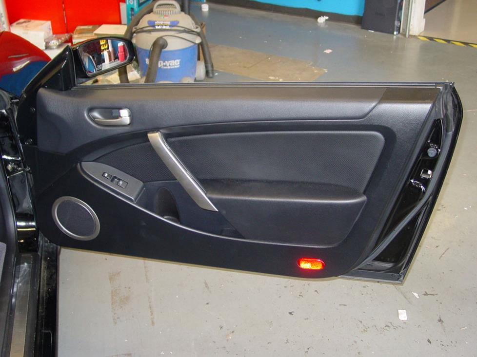 Infiniti G35 Coupe front door