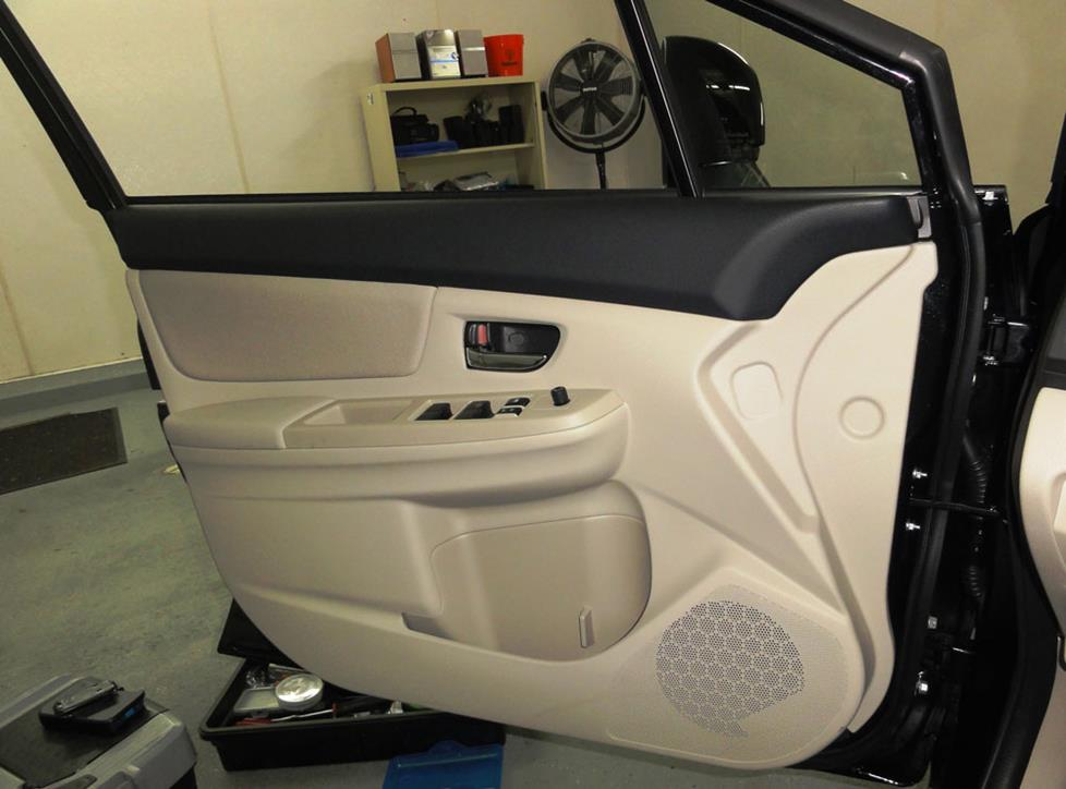 subaru crosstrek front door