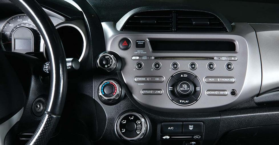 Installing a Smarphone-friendly Stereo in a Honda FIT on
