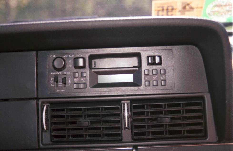 volvo 240 upper dash radio