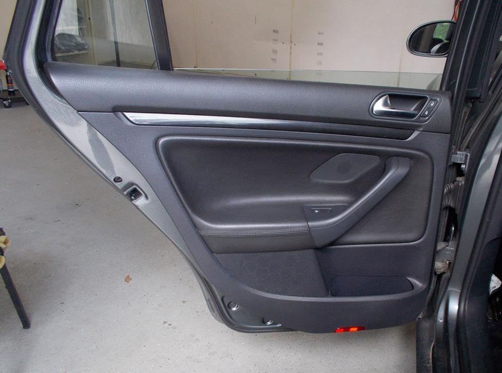 volkswagen jetta sportwagen rear door speakers