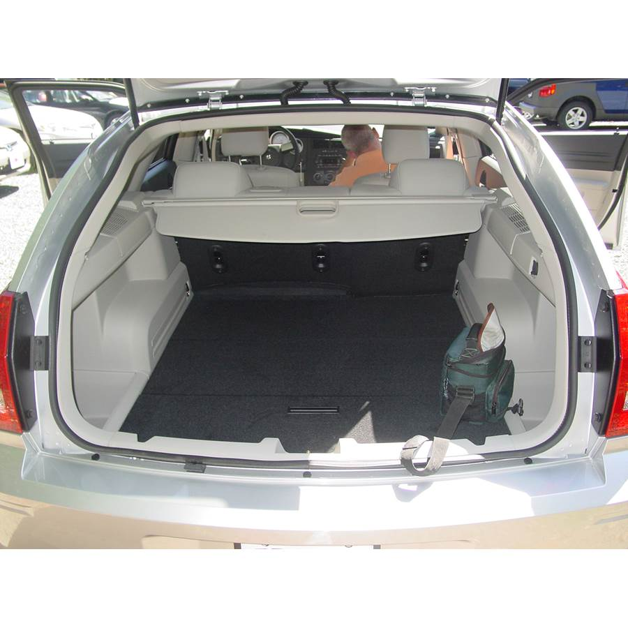 2006 Dodge Magnum Cargo space