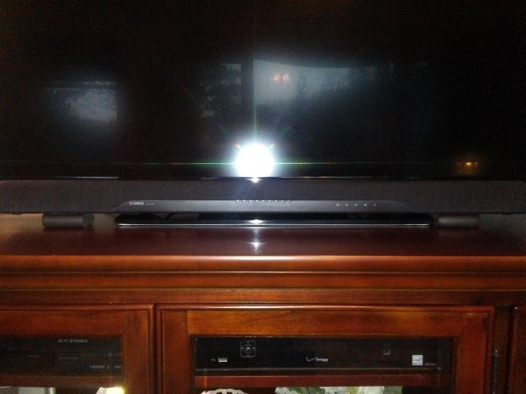 Yamaha YAS-207 Powered sound bar with 4K/HDR video passthrough and