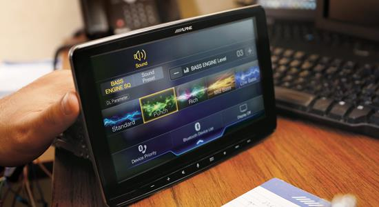 Our review of the iLX-F309 Alpine Halo9 multimedia receiver