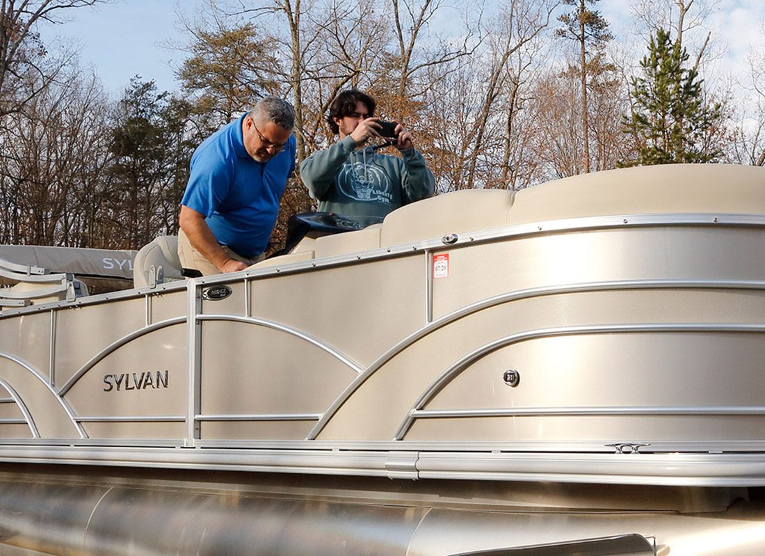 A Pontoon Boat Gets A Serious Stereo Upgrade With A New Stereo