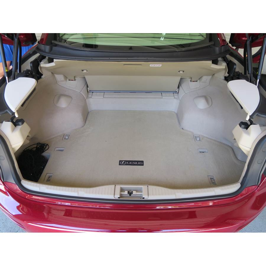 2010 Lexus IS250C Cargo space