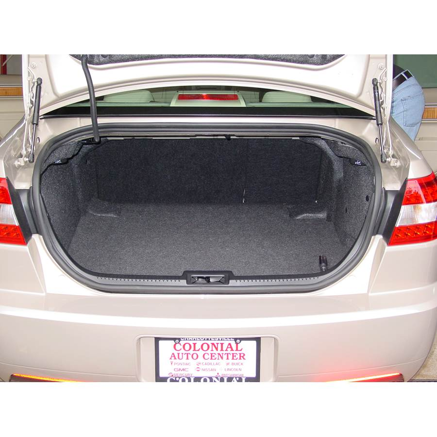 2006 Lincoln Zephyr Cargo space