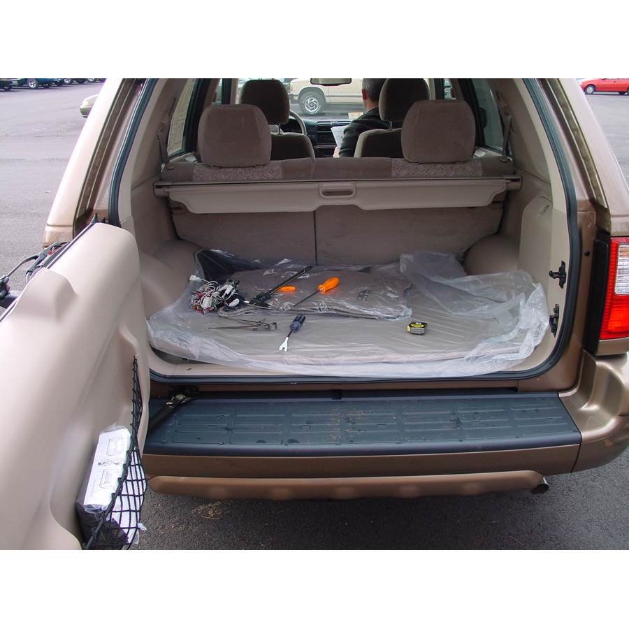2003 Isuzu Rodeo Cargo space