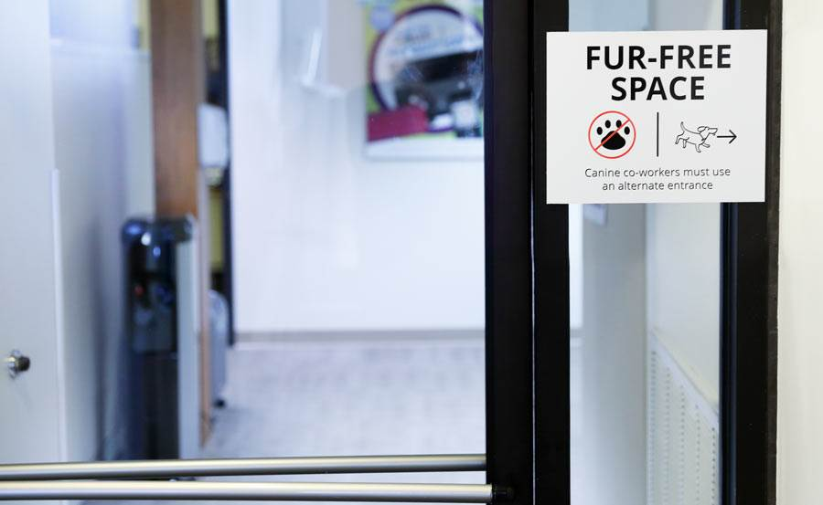 Fur free sign