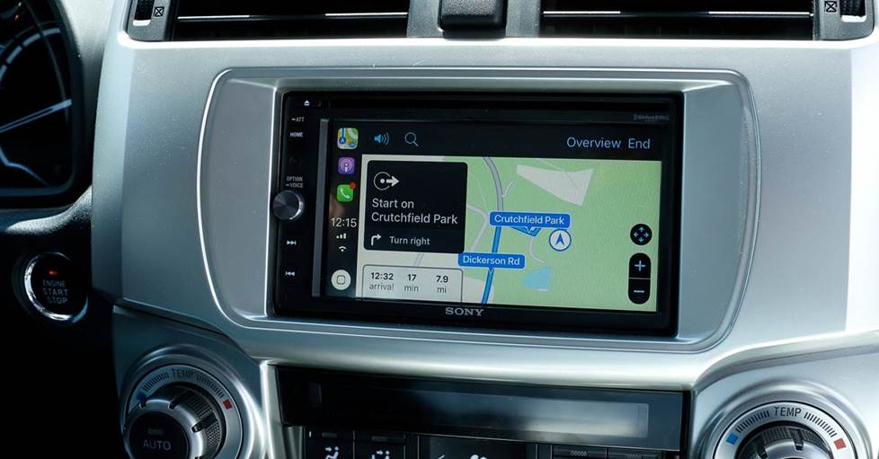 Navigation with Siri and Apple CarPlay