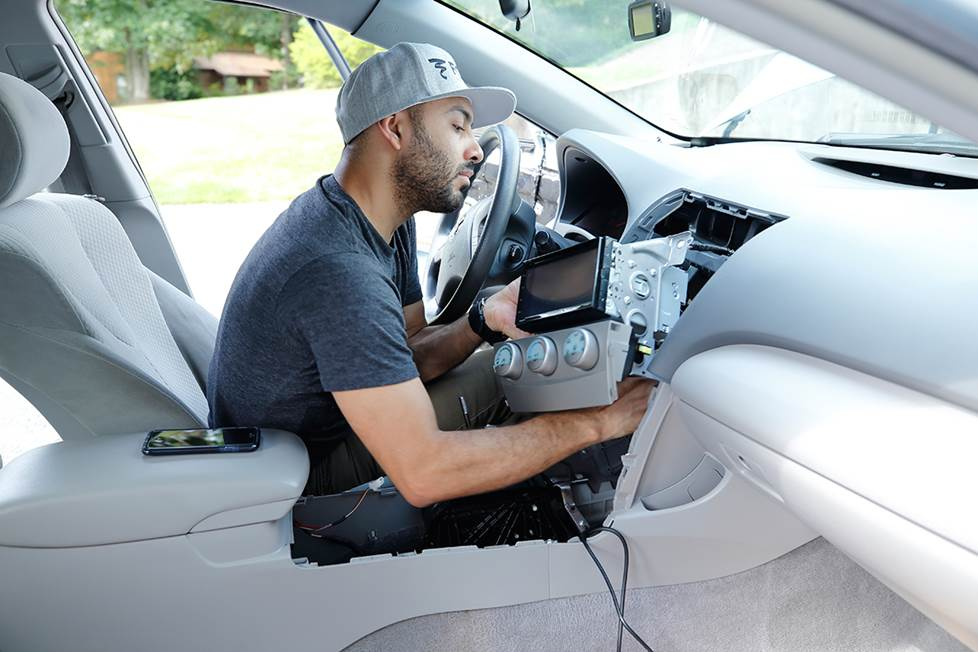 Carlos removes the previous JVC radio in a 2007 Toyota Camry.