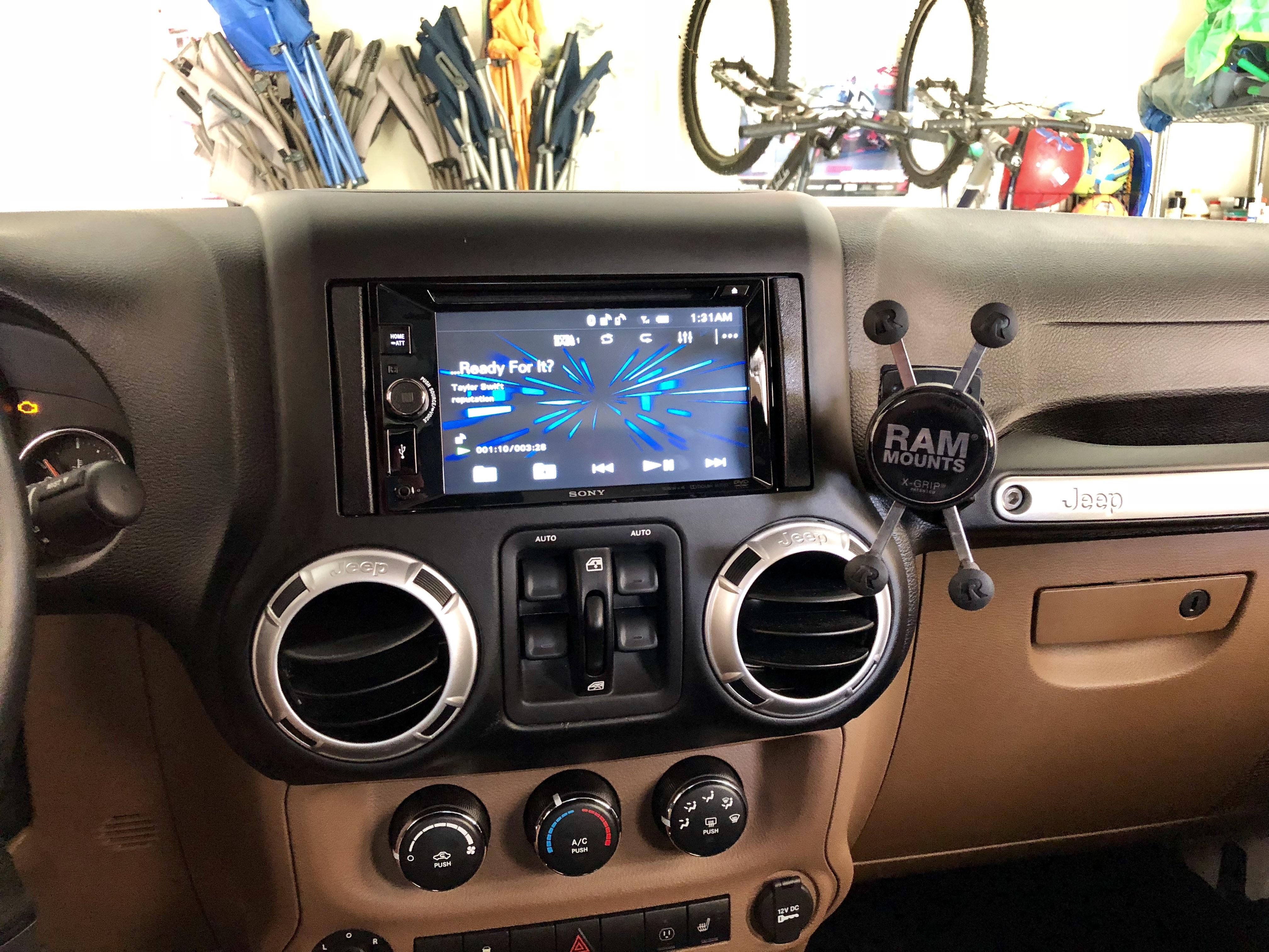 Metra 95-6511 Chrysler//Jeep DDIN 2007 Dash Kit