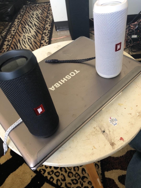 JBL Flip 4 (Black) Waterproof portable Bluetooth® speaker at