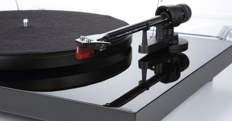 Pro-Ject Debut Carbon (DC) Manual belt-drive turntable with pre-mounted cartridge