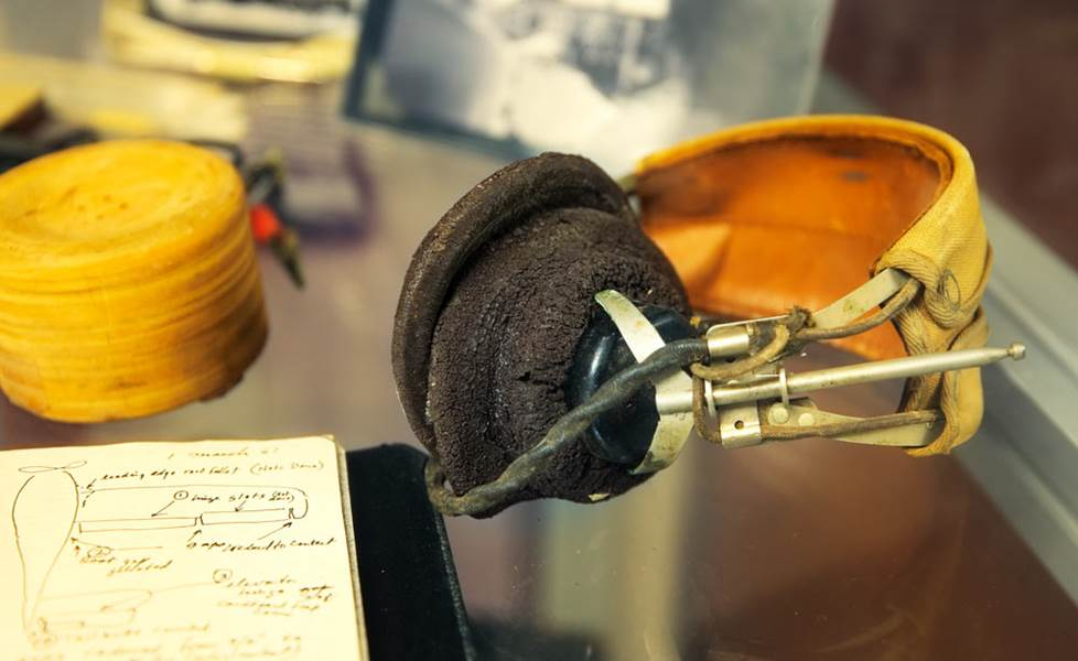 Early model headphone