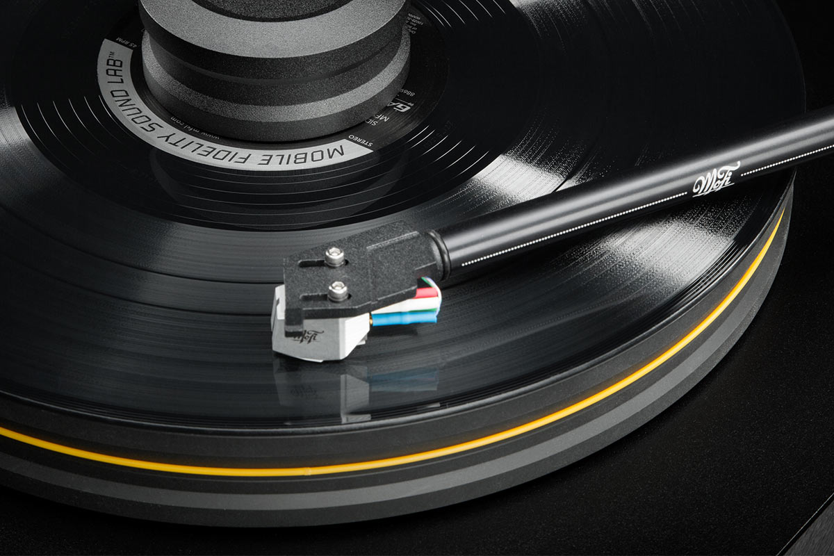 Turntable Buying Guide: How to Choose the Right Vinyl Record