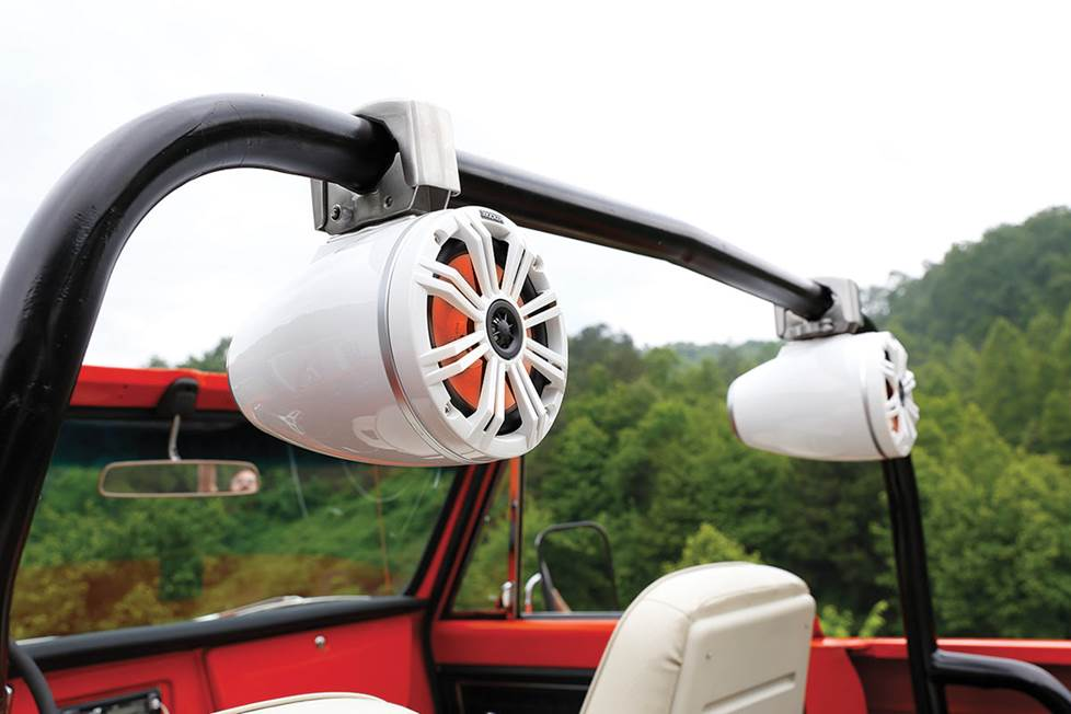 wake tower speakers mounted on rollbar
