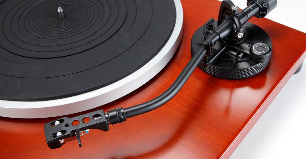 Music Hall MMF-1.5Manual belt-drive turntable with built-in phono preamp
