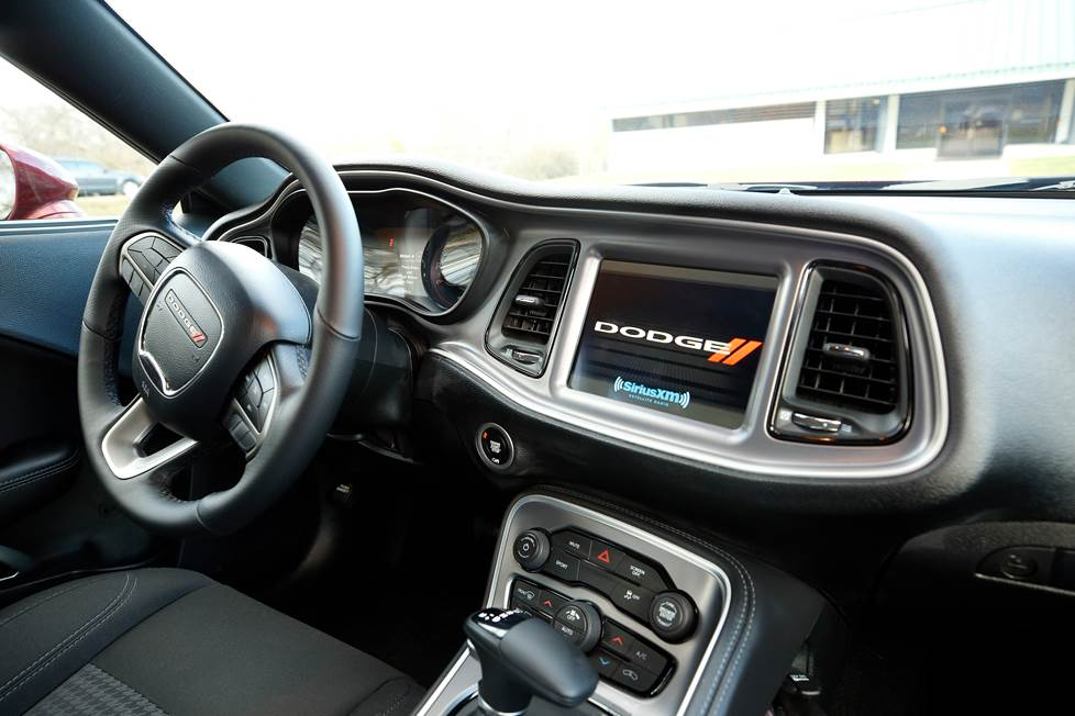 2019 dodge challenger dash