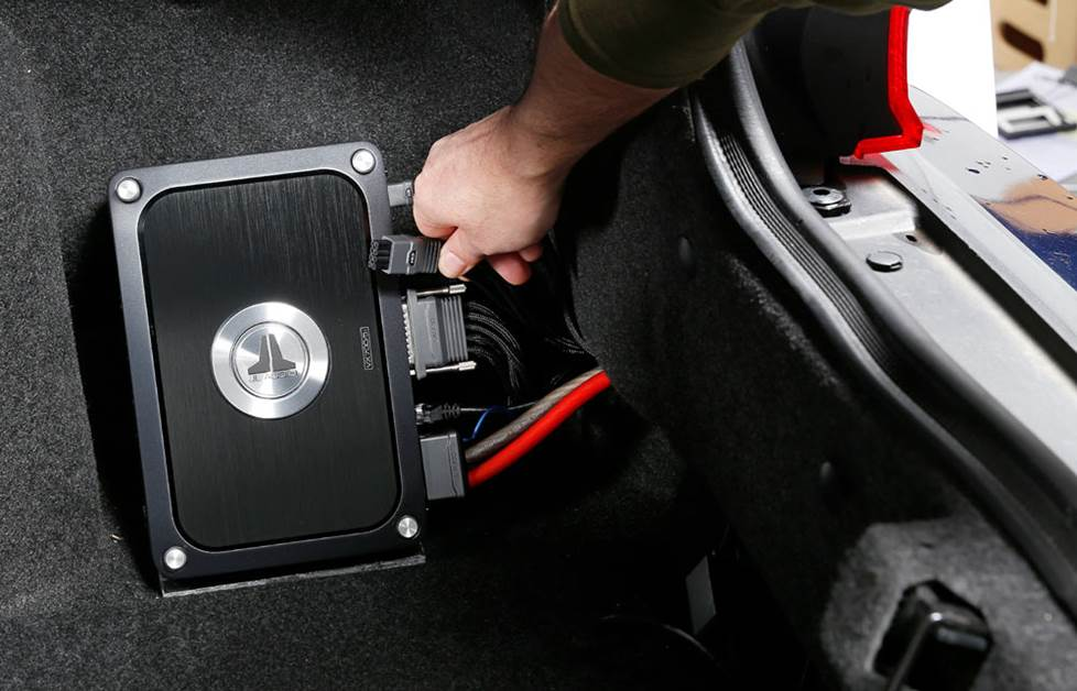 Amplifier mounted in trunk