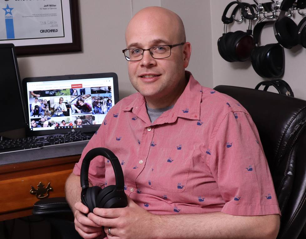 Crutchfield reviewer holding Sony XM4 headphones