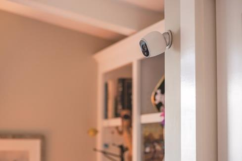 No wires and an elegant design means the Arlo VMC3030 will fit in with your home decor.