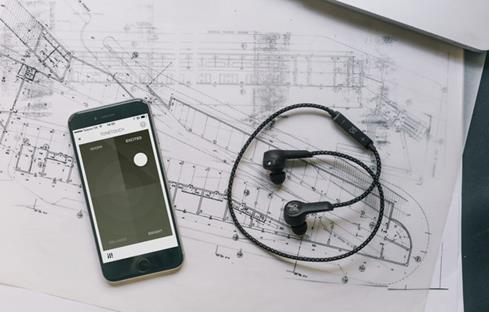 BeoPlay H5 wireless earphones
