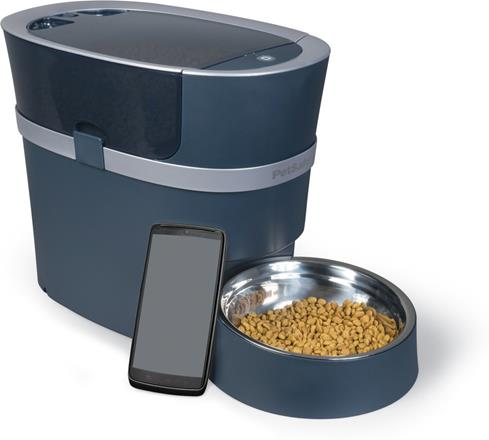 Your Apple or Android smartphone controls the PetSafe Smart Feed from just about anywhere.