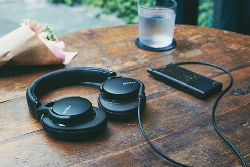 Sony MDR-1AM2 headphones with Walkman
