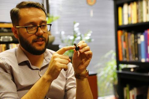 Klipsch's Vlad Grodzinskiy shows off the T5 Wireless nozzle.