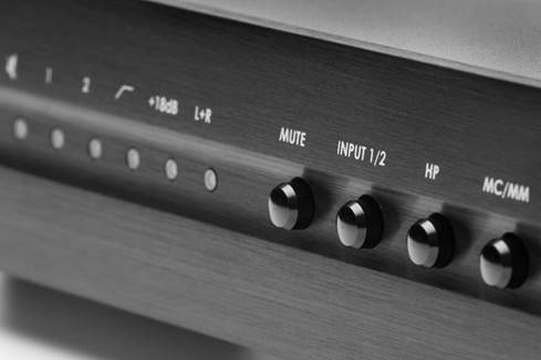 Front panel of ELAC Alchemy PPA-2 phono preamp