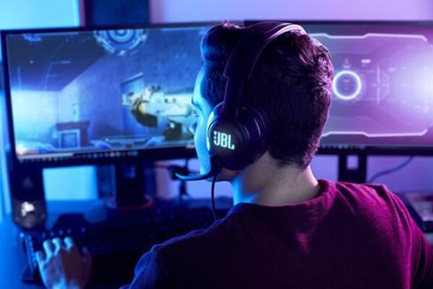 Man wearing JBL Quantum 400 headset