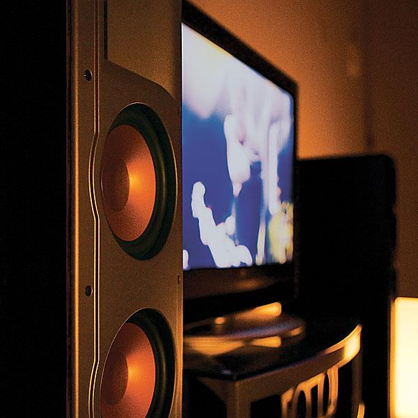 h714HSPRF T_Lifestyle2 klipsch reference series rf 82 (black) single floor standing RF-82 System Home Theater at bakdesigns.co