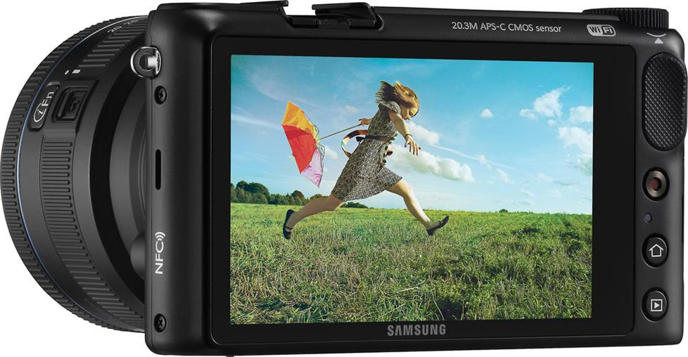Samsung NX2000 with touchscreen